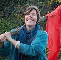 Karin Lindén med röd flagga