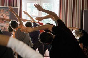 Praktik av Kum Nye Yoga på Retreat 11